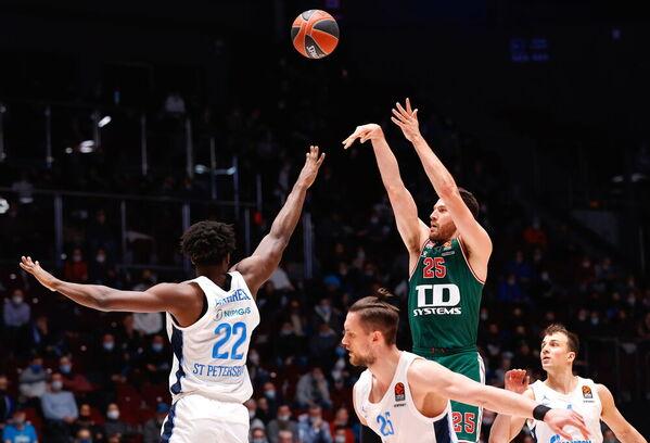 Peters, autor de 17 puntos y 22 de valoración, ha sido clave en la victoria de Baskonia Foto: EFE