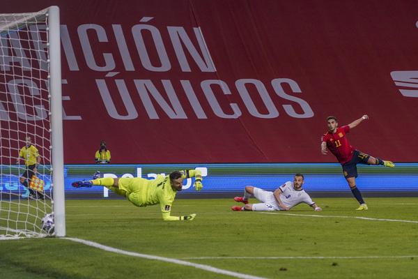 Y Ferran Torres puso tierra de por medio cuatro minutos después