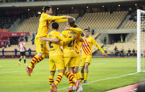Los jugadores del Barça celebran uno de los cuatro goles al Athletic en la final de Copa FOTO: PERE PUNTÍ
