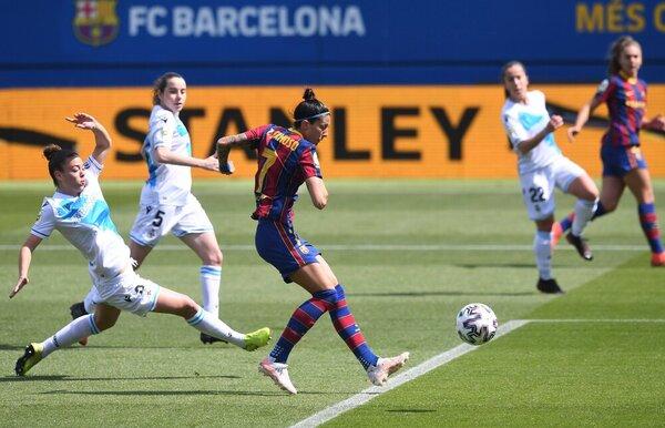 Jennifer Hermoso, siempre en boca de gol ante el Deportivo FOTO: FCB