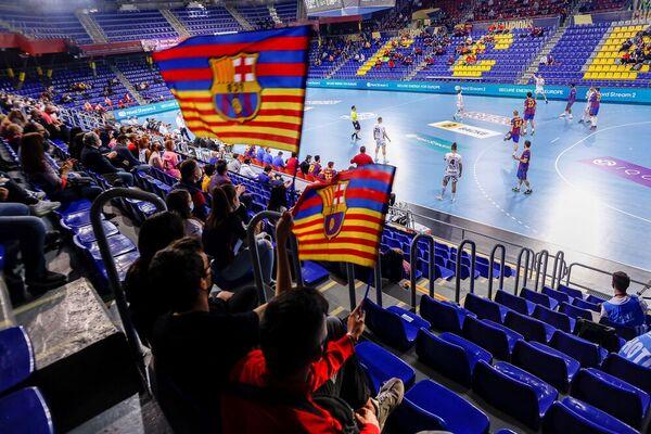 El público ha vuelto al Palau para un partido de balonmano