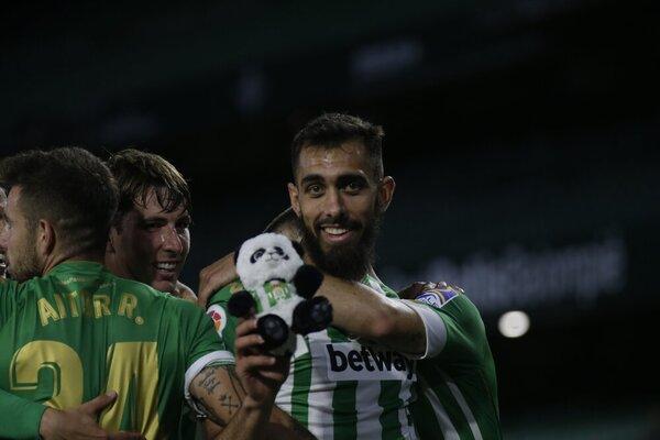 Así ha celebrado el gol el 'panda' Iglesias (@RealBetis)