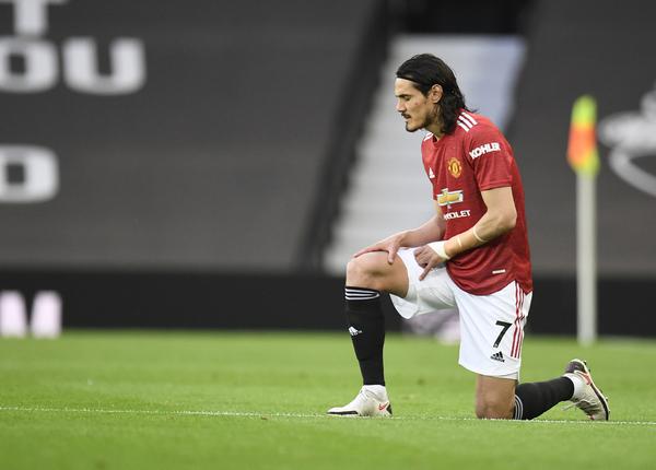 Cavani, titular después de renovar su contrato con el United