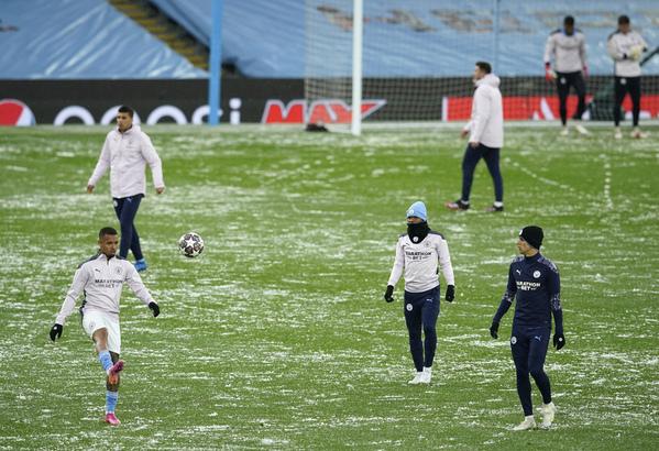 Así lucía el césped del Etihad Stadium durante el calentamiento