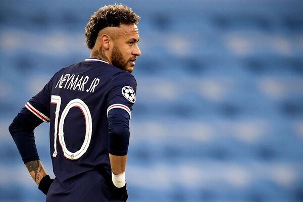 Neymar, cabizbajo después del tanto inicial de Mahrez