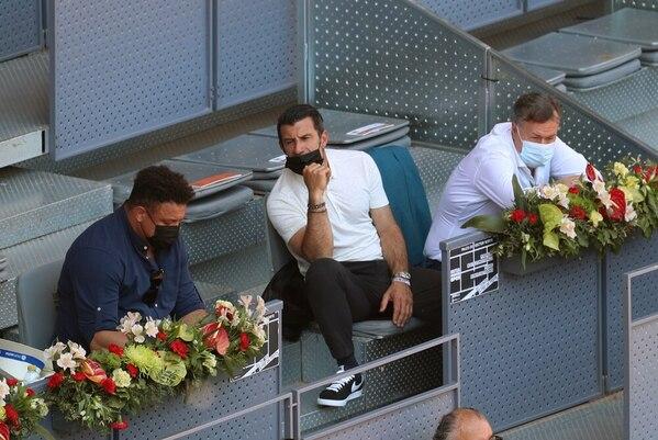 Ronaldo y Figo, en un palco del Estadio Manolo Santana de la Caja Mágica FOTO: EFE