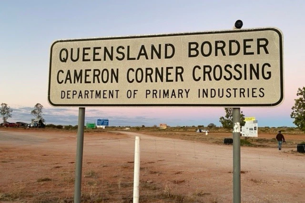 A sign indicating the Queensland border
