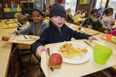 Door corona tijdelijk geschrapt, nu voorgoed van het menu: afscheid van de warme maaltijd op school