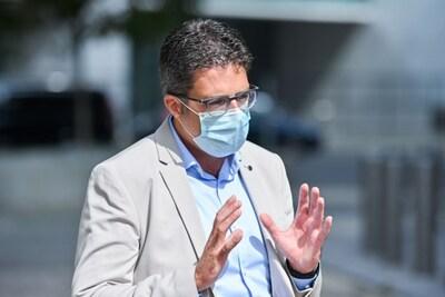 """Steven Van Gucht: """"Voorzichtig blijven ondanks lichte daling van nieuwe besmettingen"""""""