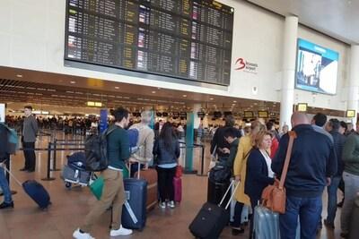 """Belgen pakten weer massaal het vliegtuig voor vakantie, maar """"donkere winter"""" dreigt voor luchtvaartmaatschappijen"""