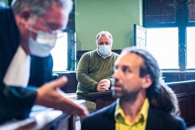 Parket vraagt onontvankelijkheid van klacht tegen Marc Van Ranst, sympathisanten van Willem Engel schoppen stennis in café nabij rechtbank